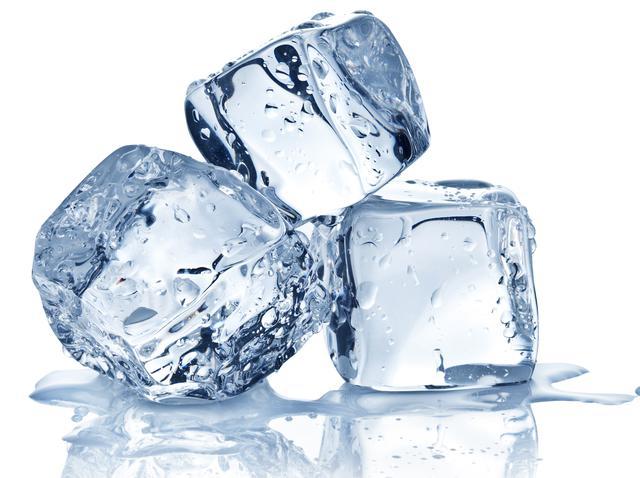 画像: 氷を入れた水に浸す