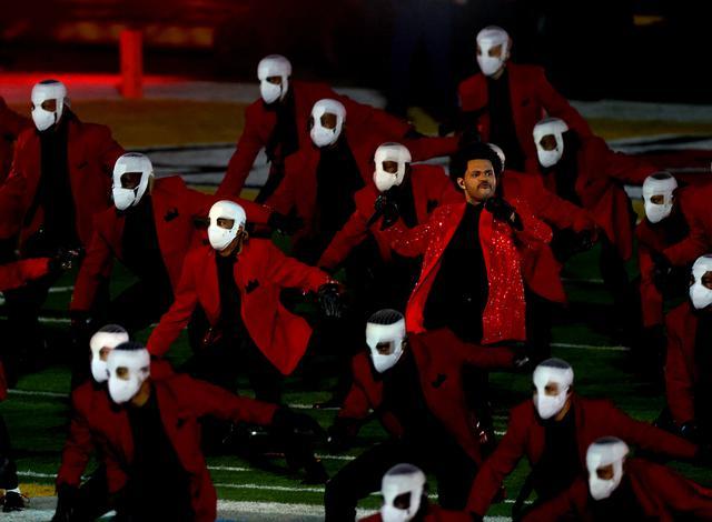 画像: ザ・ウィークエンドが赤ジャケットを封印か