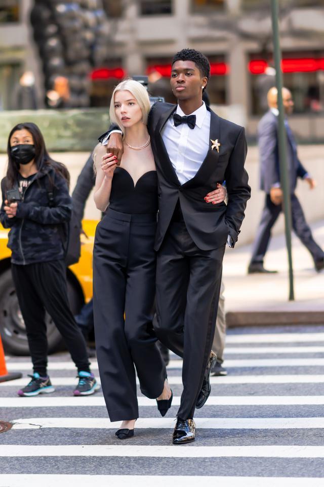 画像1: NYでティファニーのキャンペーンを撮影中のアニャをキャッチ