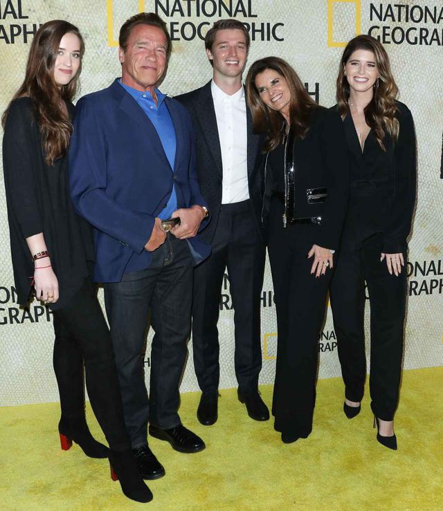 画像: 左から第2子クリスティーナ、アーノルド、第3子パトリック、元妻のマリア・シュライヴァー、第1子キャサリン。