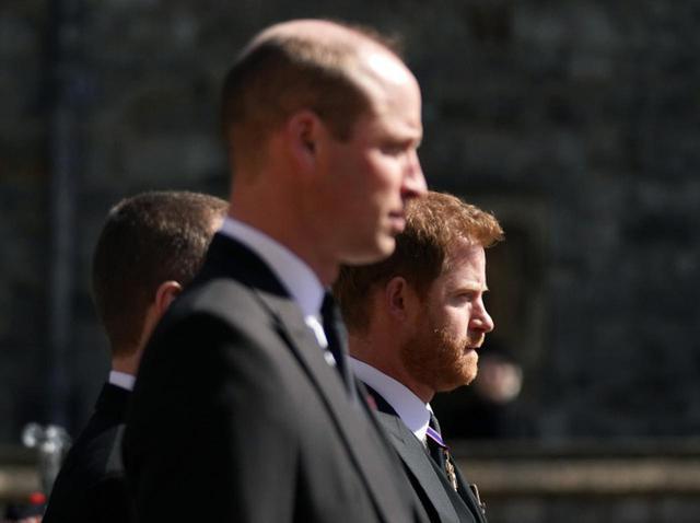 画像: ヘンリー王子とウィリアム王子が祖父フィリップ王配の葬儀で言葉を交わす - フロントロウ -海外セレブ情報を発信