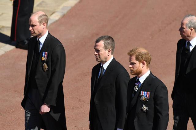 画像: ヘンリー王子とウィリアム王子が祖父の葬儀で再会