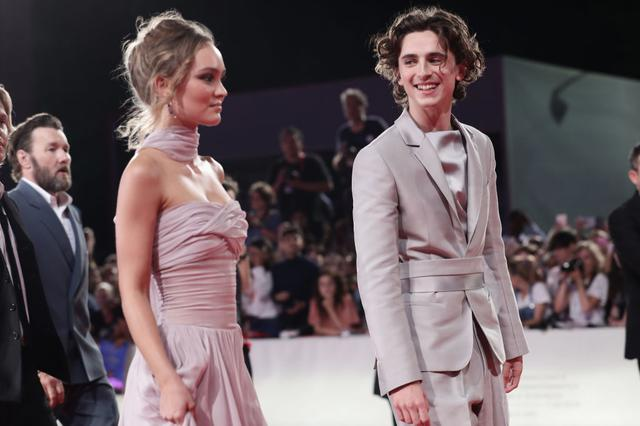 画像: 2019年、ヴェニス国際映画祭で行なわれた共演映画『キング』のプレミアにて。