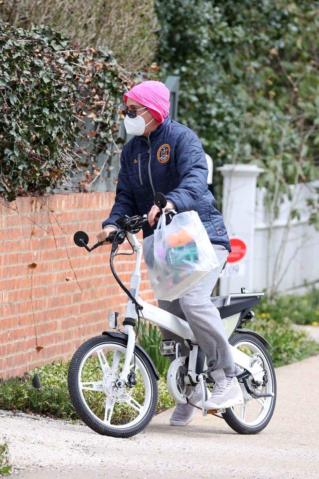 画像1: ロバート・ダウニー・Jr.がサイクリングにお出かけ