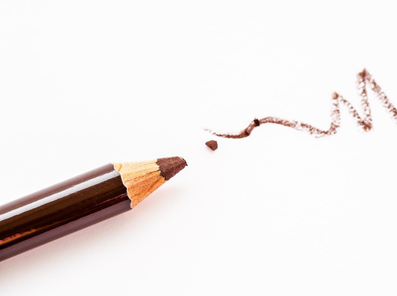 画像: アイブロウペンシルを2色使う