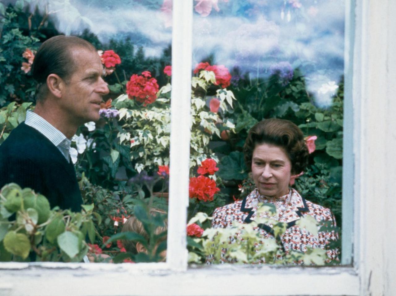 """画像: エリザベス女王、73年連れ添った夫に書いた「最後の手紙」がまさに""""真実の愛"""" - フロントロウ -海外セレブ情報を発信"""