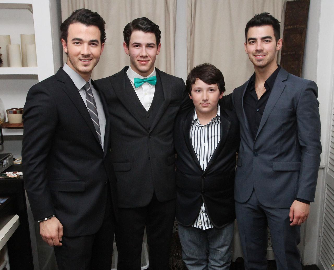 画像: 2012年に撮影された4兄弟の写真。