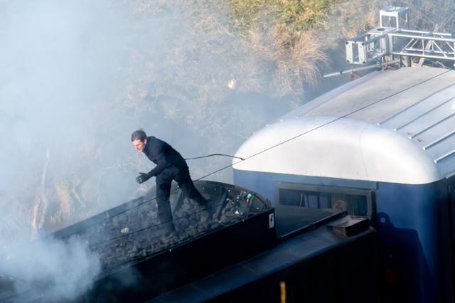 画像3: トム・クルーズ、『ミッション:インポッシブル』撮影中