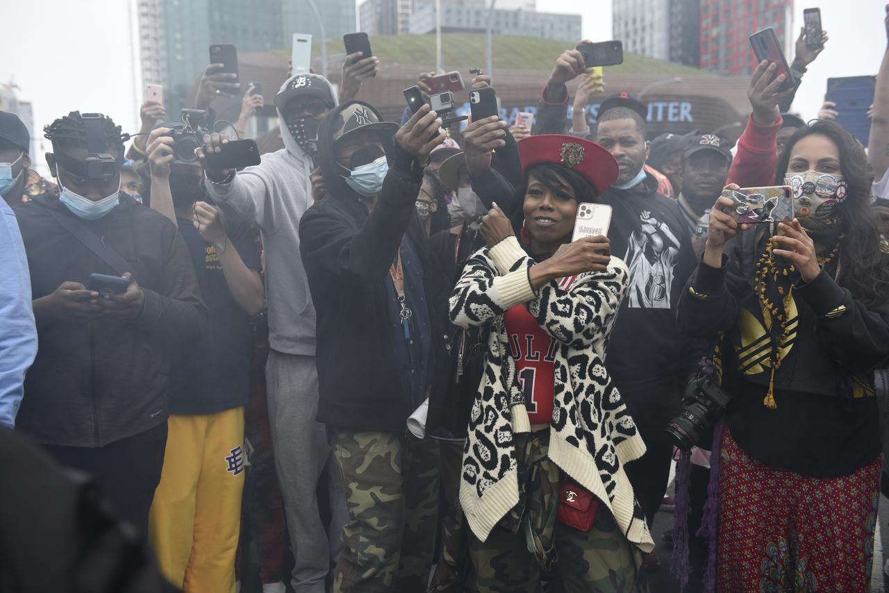 画像3: DMXの追悼集会に大勢のファンが集結