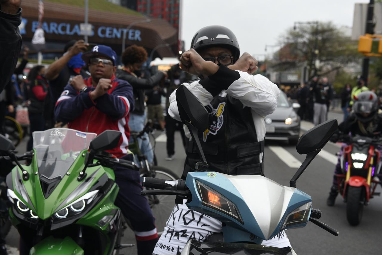 画像4: DMXの追悼集会に大勢のファンが集結