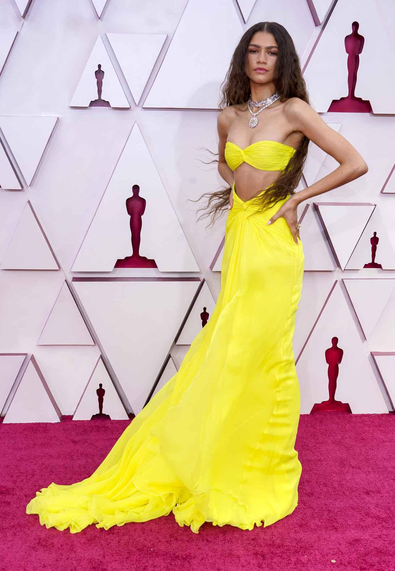 画像1: ゼンデイヤのドレスが光る