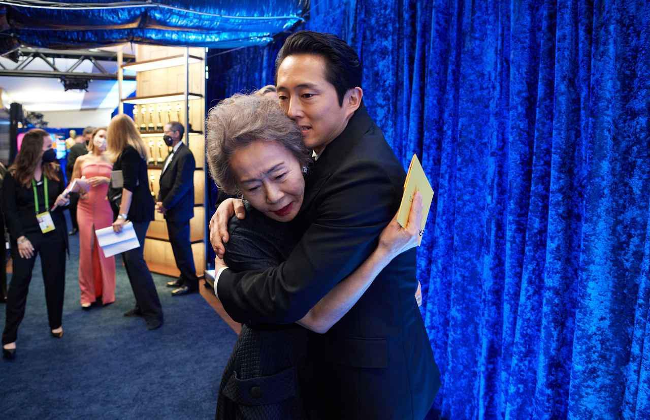 画像: ユン・ヨジョン&スティーヴン・ユァンが感動の抱擁