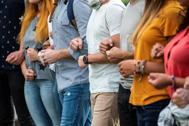 画像: 卑劣なデマが拡散、男子大学生たちが行動に出る