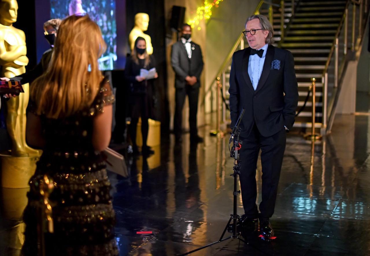 画像: ロンドン会場から式典に参加したゲイリー・オールドマン