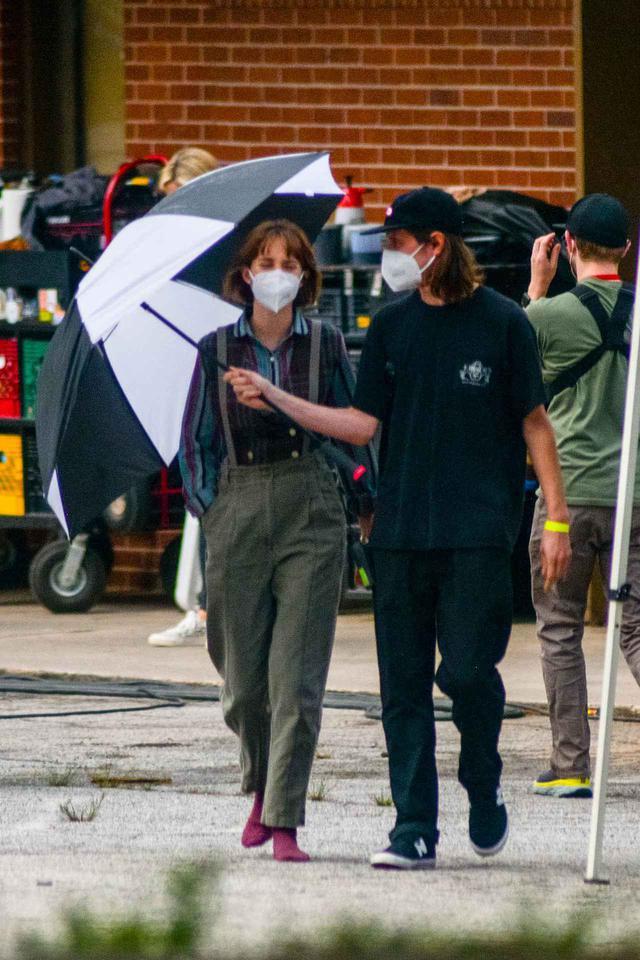 画像4: マヤ・ホーク演じるロビンのファッション