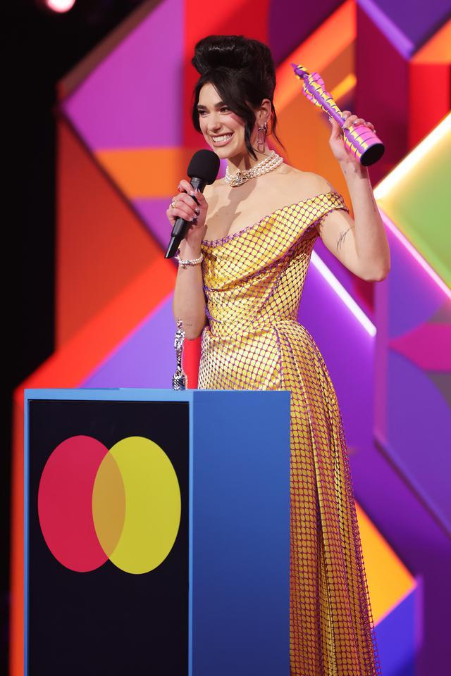 画像: 最多となる2冠を受賞したデュア・リパ