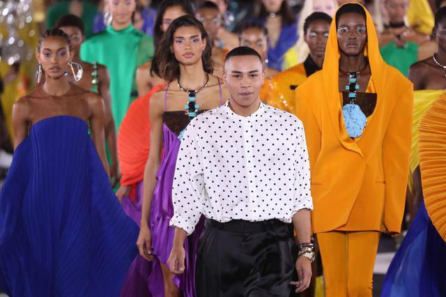 画像4: リナ・サワヤマがバルマンのドレスで登場