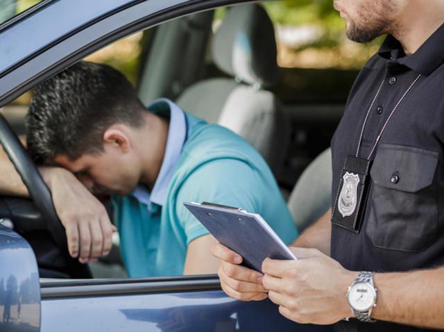 画像: 人気シンガー、スピード違反したファンに「君のために罰金を払わせてくれ」 - フロントロウ -海外セレブ情報を発信