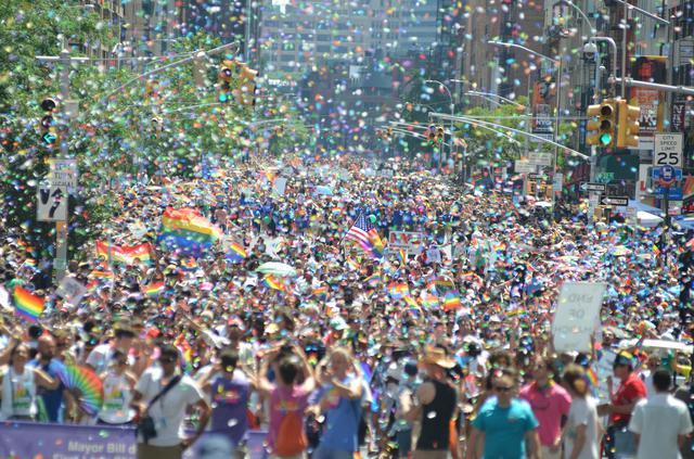 画像: ストーンウォールの暴動から50周年だった2019年には史上最大の約400万人がニューヨーク・プライドに集まった。