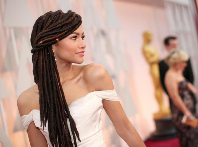 画像: ゼンデイヤ、黒人の伝統的なヘアスタイルをからかわれた時を振り返る - フロントロウ -海外セレブ情報を発信