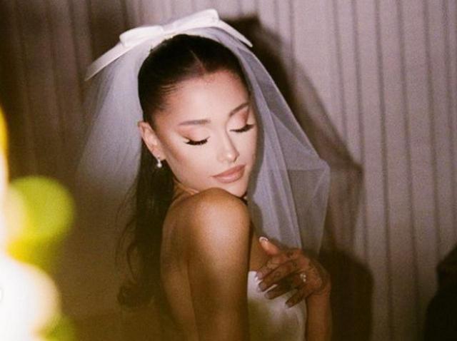 画像: アリアナ・グランデの花嫁姿から「消えたモノ」がちょっと悲しい… - フロントロウ -海外セレブ情報を発信