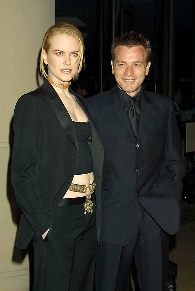 画像: 2001年に撮影されたニコール・キッドマンとユアン・マクレガー。