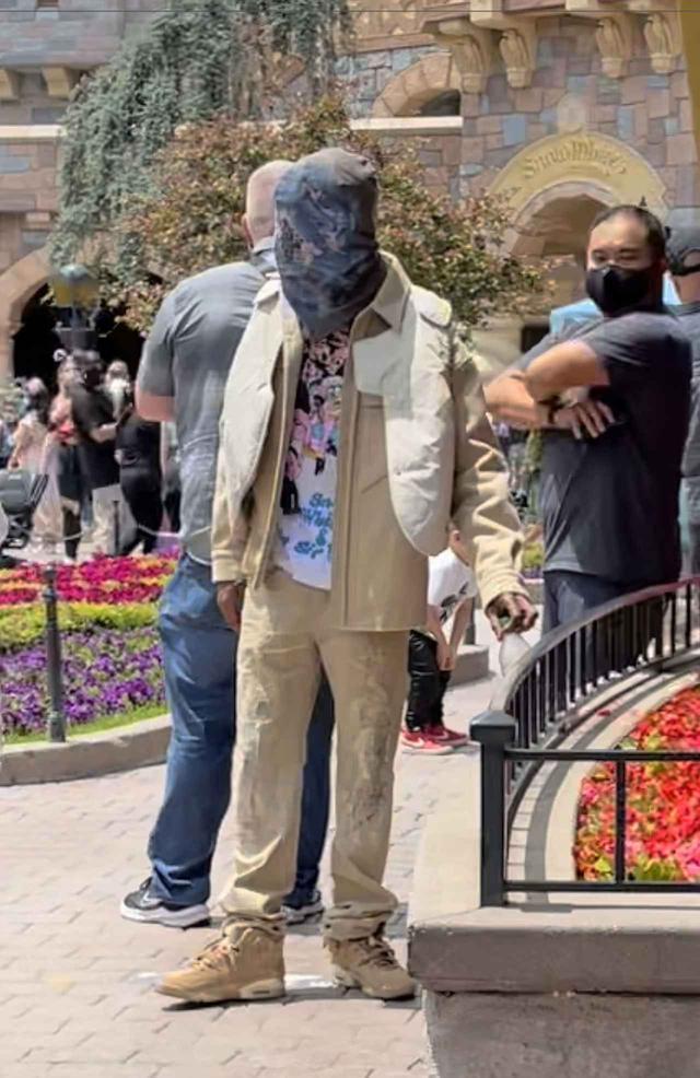 画像2: カニエ・ウェストのマスクに注目
