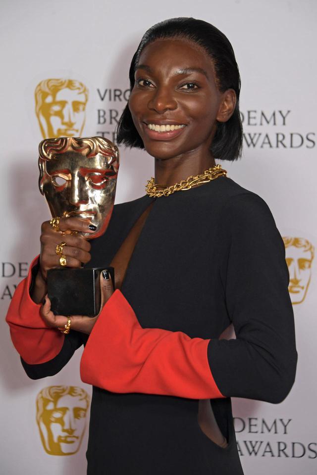 画像1: BAFTA TVアワードにセレブのレカペスタイルをお届け