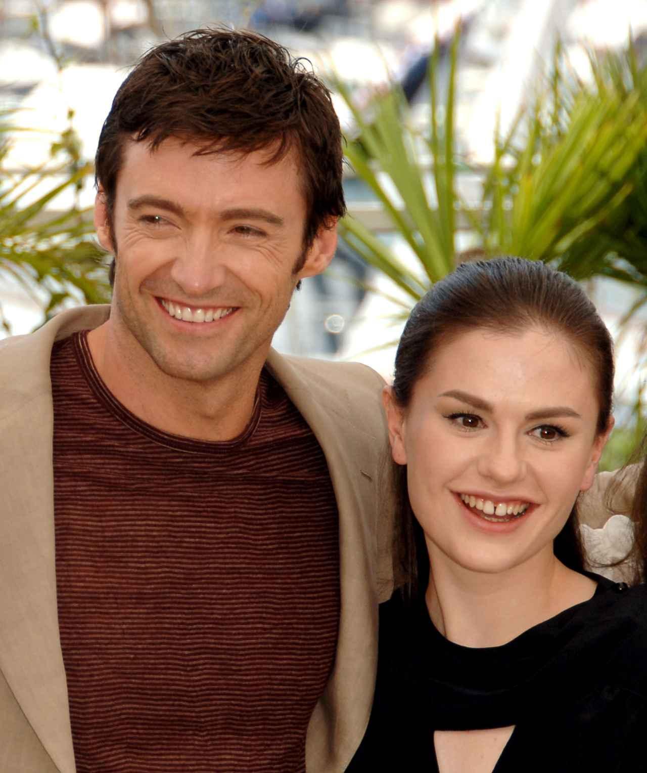 画像: 2006年、カンヌ国際映画祭に共に出席したヒュー・ジャックマンとアンナ・パキン。