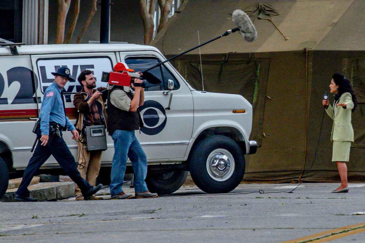 画像4: イレブンがストレッチャーで救急車へ運ばれる