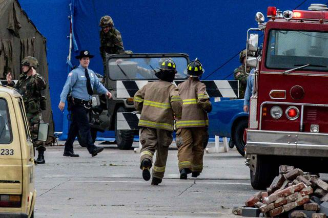 画像3: イレブンがストレッチャーで救急車へ運ばれる