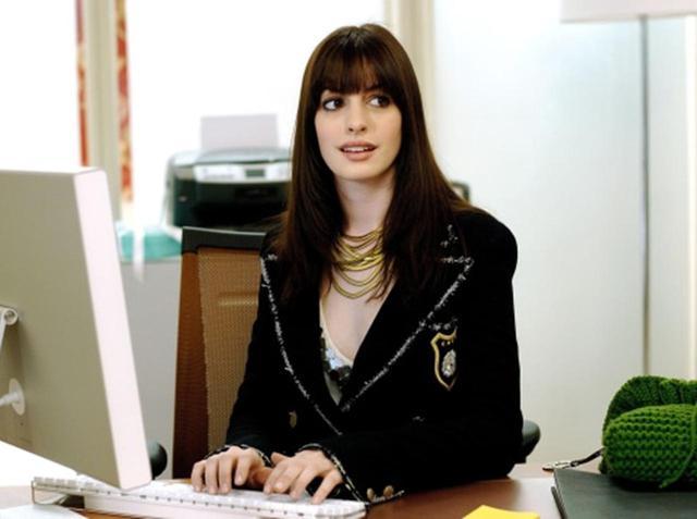 画像: アン・ハサウェイ、FOXの重役の庭に「私を雇って」と書いて『プラダを着た悪魔』に出演 - フロントロウ -海外セレブ情報を発信