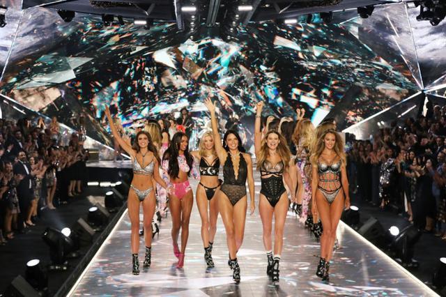 画像: ファッションショー復活の可能性は?