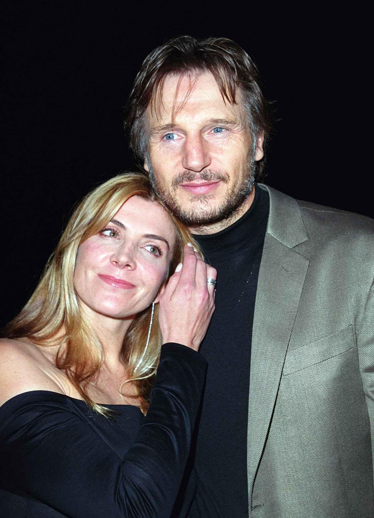 画像: 2002年に撮影されたナターシャとリーアム。