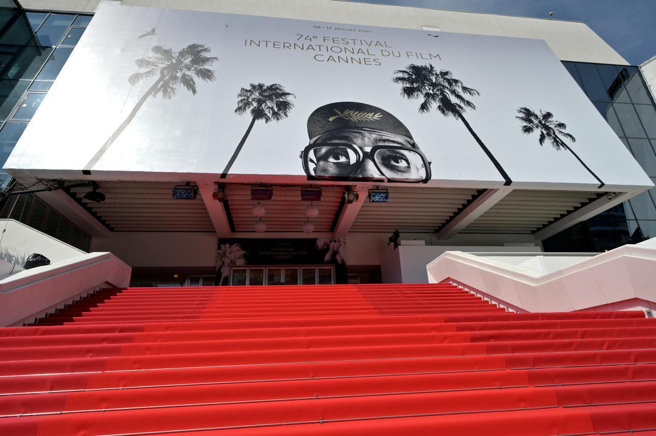 画像1: ベラとカーラがカンヌ国際映画祭に参加