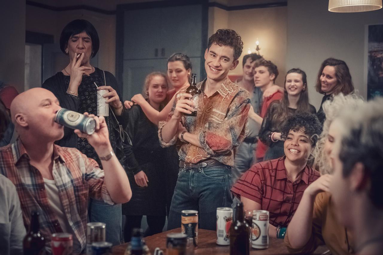 画像1: 「Years & Years」のオリー・アレクサンダーが主演に抜擢! ゲイのキャラを演じるのは全員がゲイの俳優