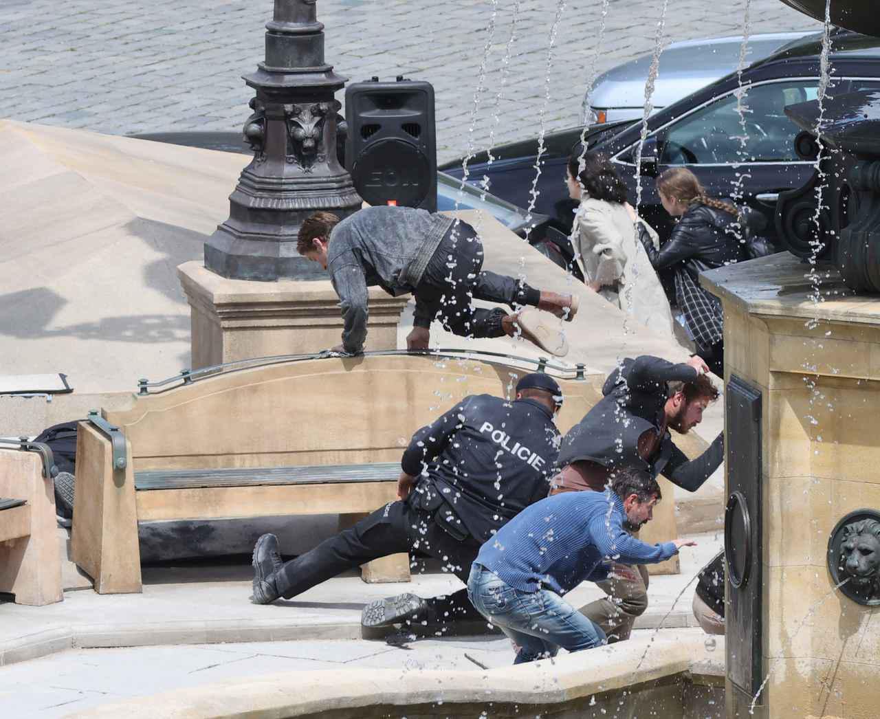画像2: ライアン・ゴズリングがアクションをこなす
