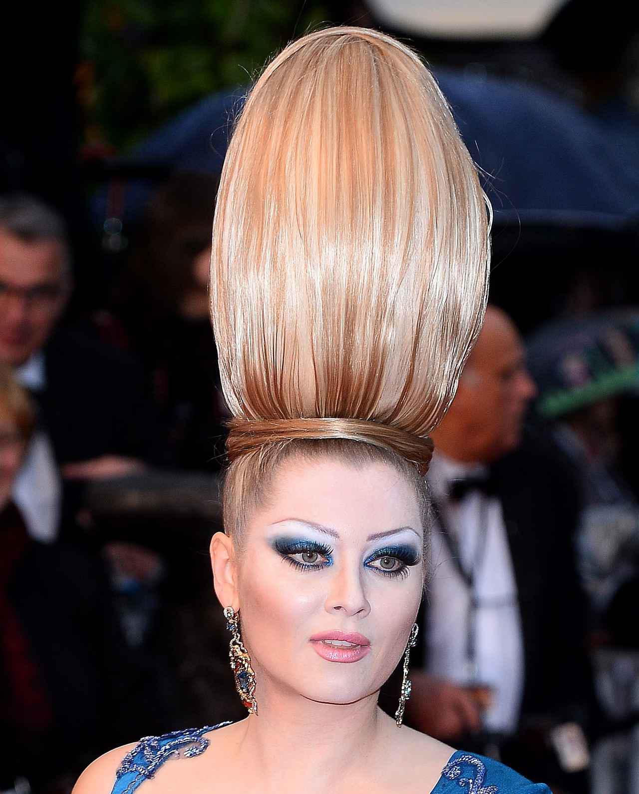 画像6: エレナ・レニーナのド派手なヘアスタイル