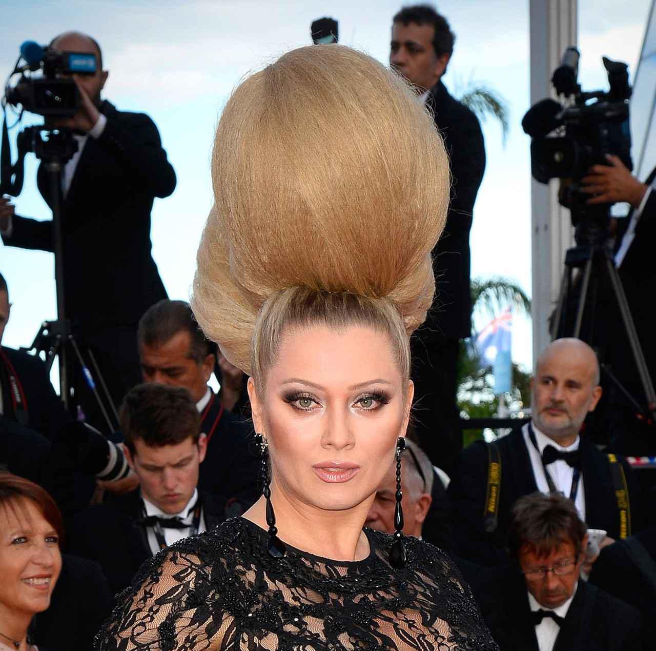 画像8: エレナ・レニーナのド派手なヘアスタイル