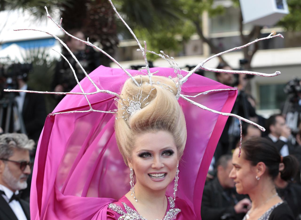画像9: エレナ・レニーナのド派手なヘアスタイル