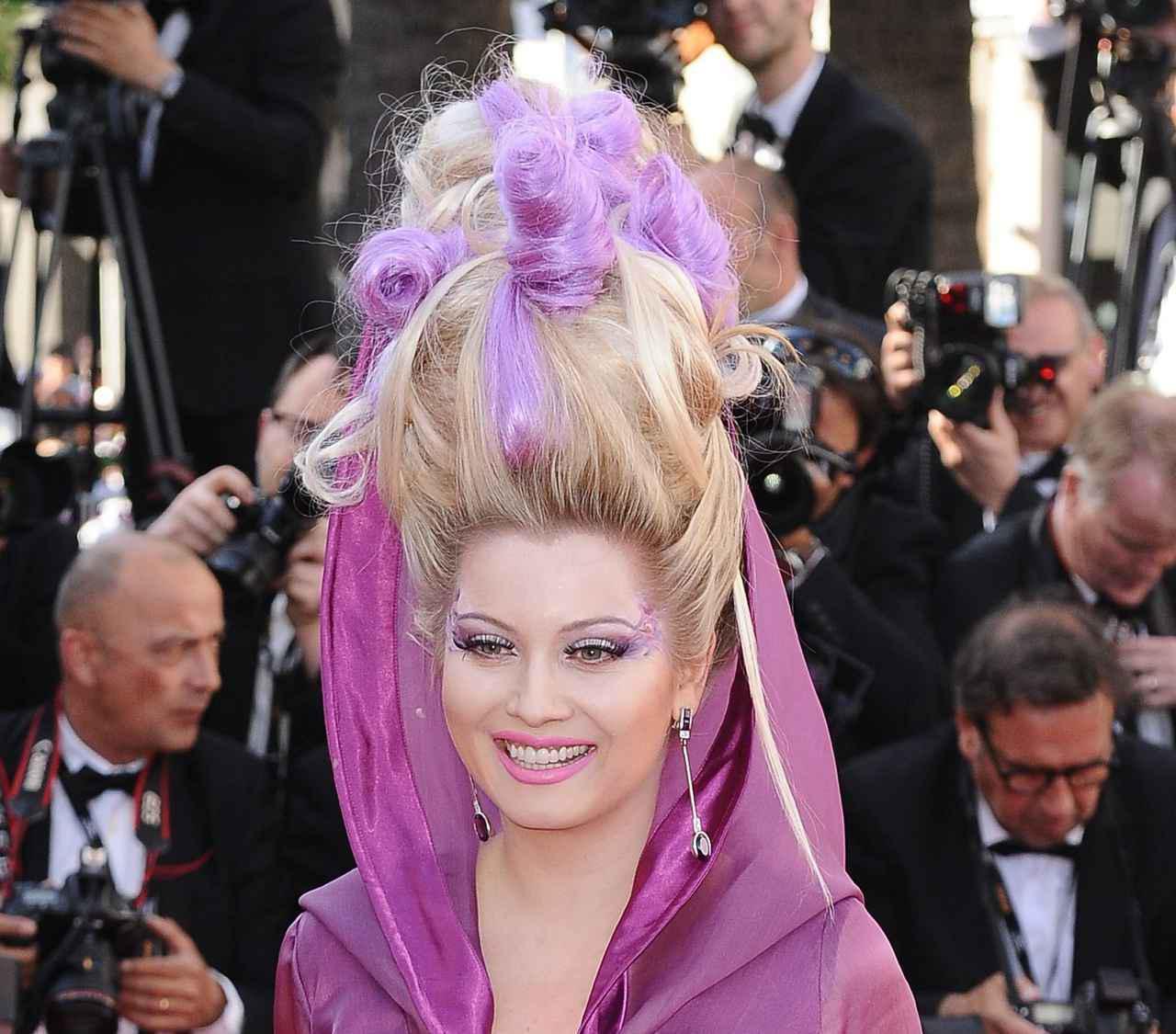 画像5: エレナ・レニーナのド派手なヘアスタイル