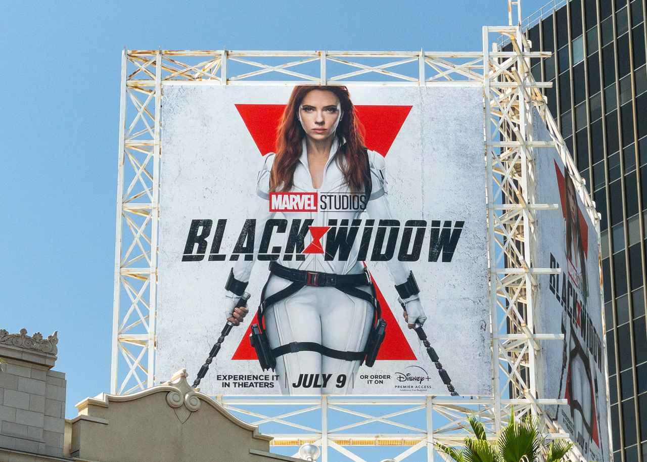 画像: 『ブラック・ウィドウ』公開を祝うそっくりさん
