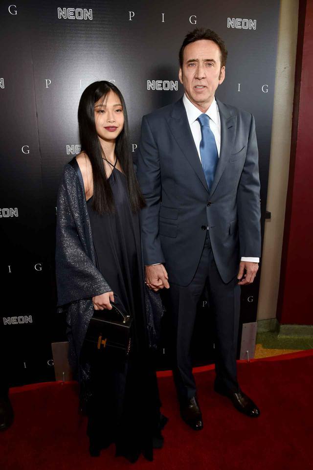 画像1: ニコラス・ケイジが映画のプレミアイベントに日本人妻を同伴
