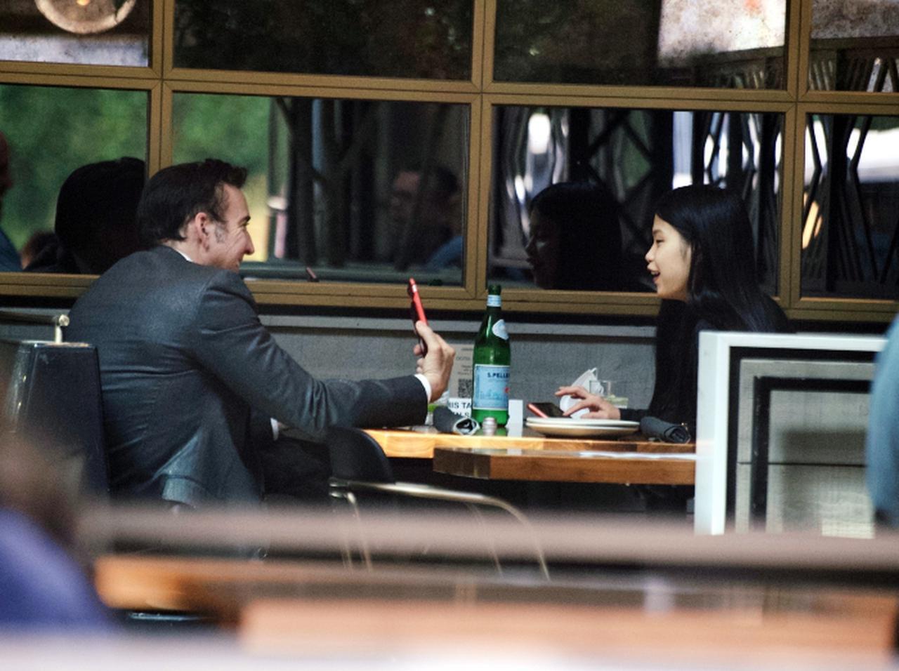画像: 2021年4月、ハリウッドでのデートが目撃されたニコラスとリコ。
