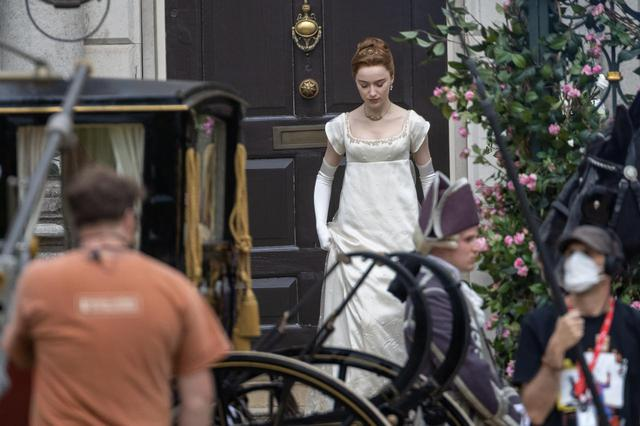 画像: 『ブリジャートン家』の撮影がコロナにより中断