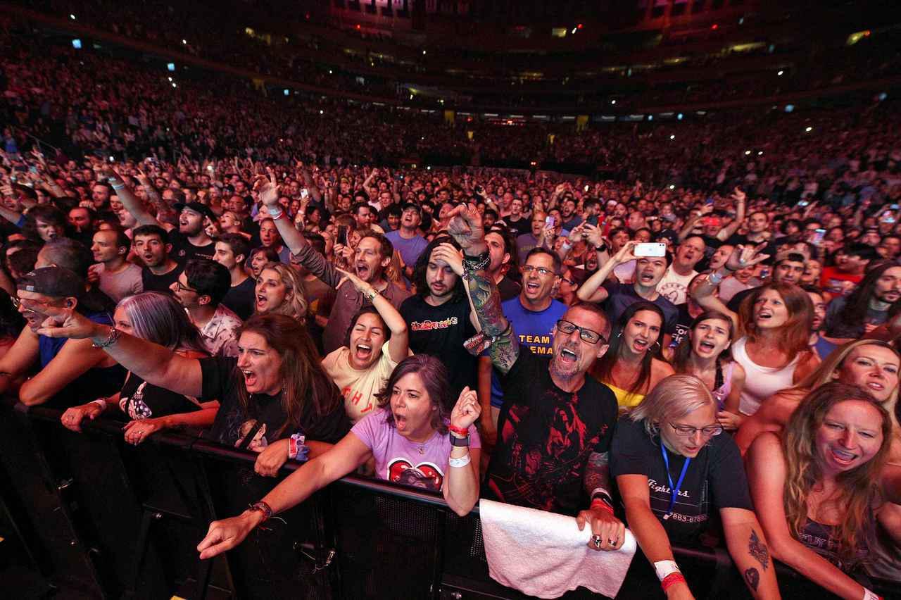 画像: フー・ファイターズの公演の様子。