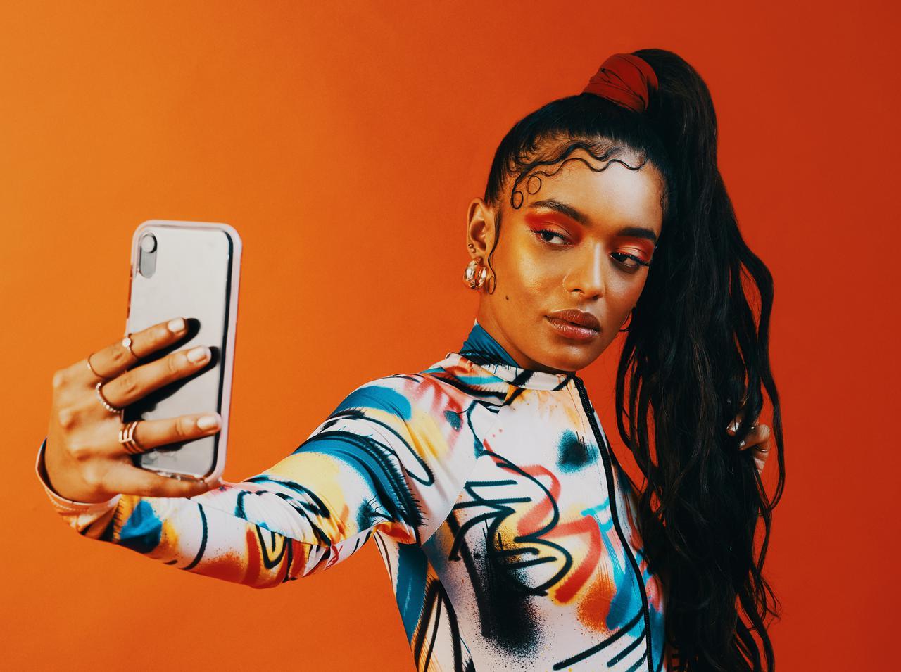 画像: 海外の若者がハマる「E-Girlメイク」