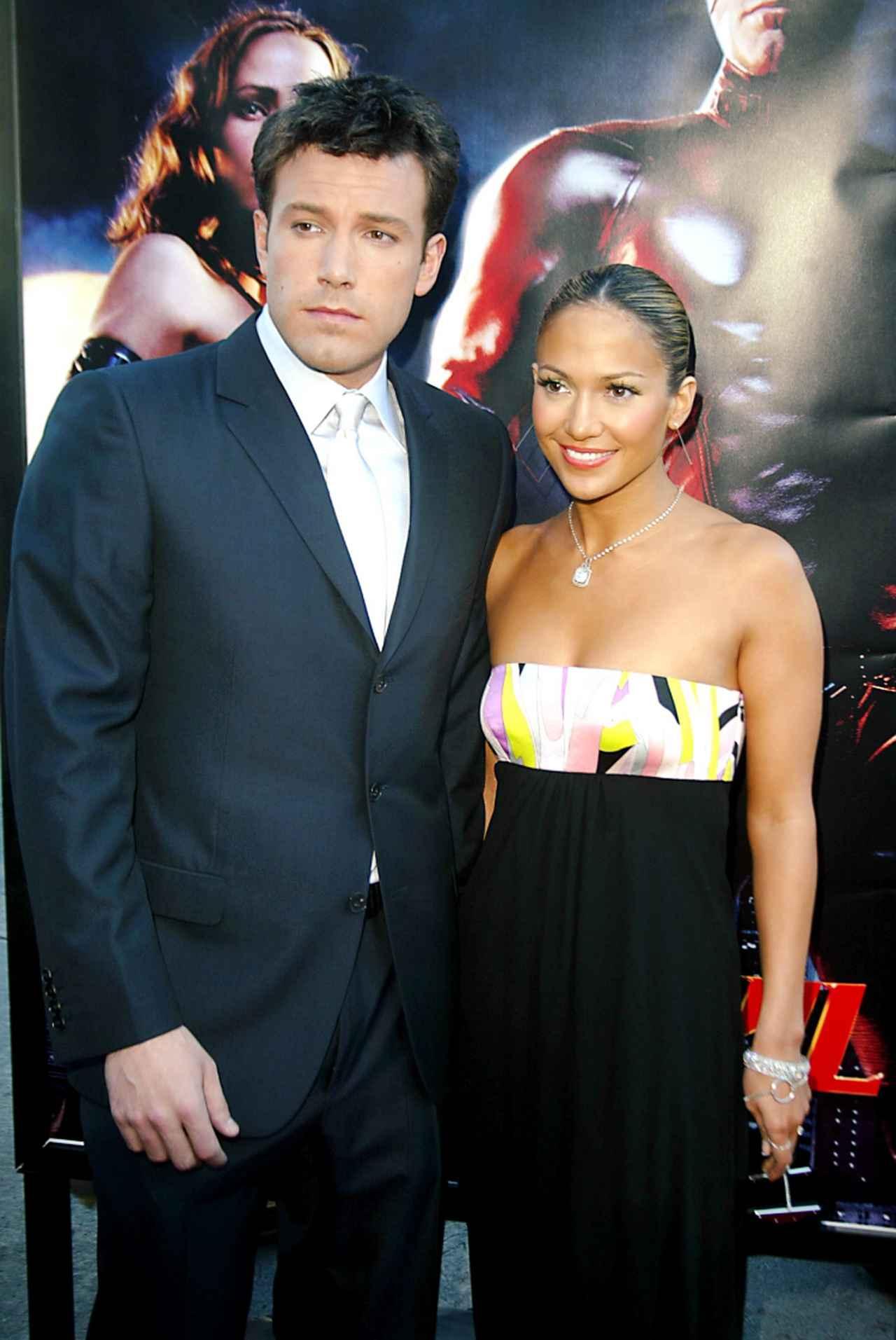画像: 2003年、ベンの主演映画『デアデビル』のプレミアに同伴したジェニファー。
