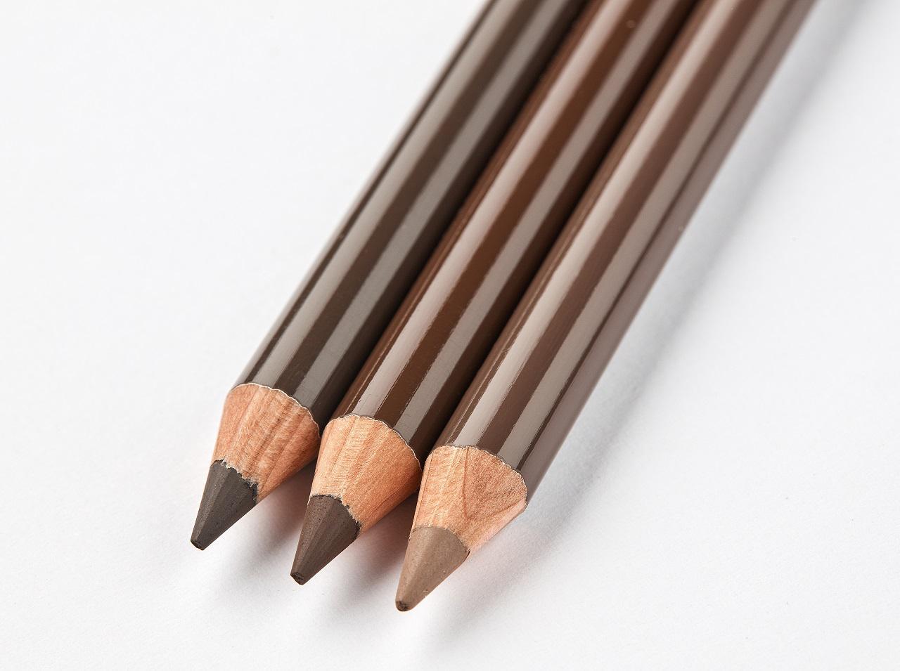 画像: ぼかしやすく太さも自由自在な鉛筆タイプ