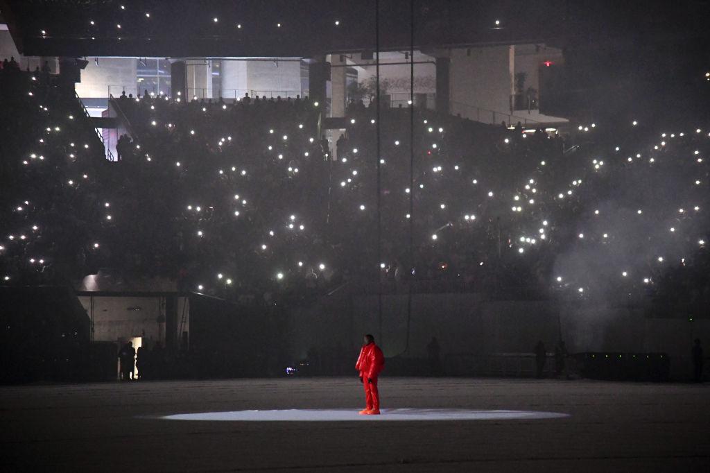 画像: メルセデス・ベンツ・スタジアムでのリスニングパーティーの様子。